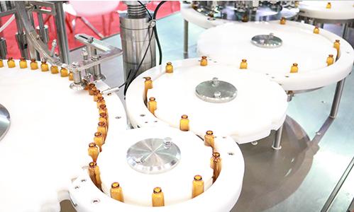 无菌灌装设备引入机器人技术 助药品安全生产一臂之力