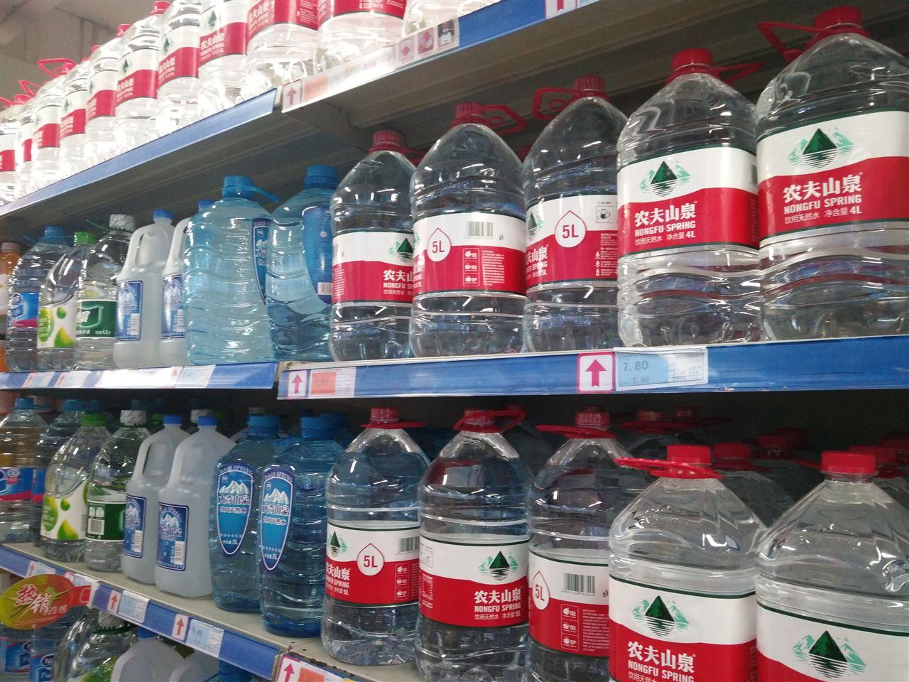 包裝飲用水品類繁多難辨別 水處理設備為您答疑解惑